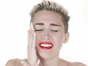 Miley_Cyrus_Wrecking_Ball_Pastor